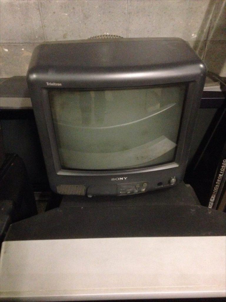 不用品回収したテレビ