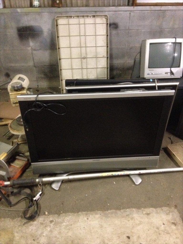 不用品回収した液晶テレビ