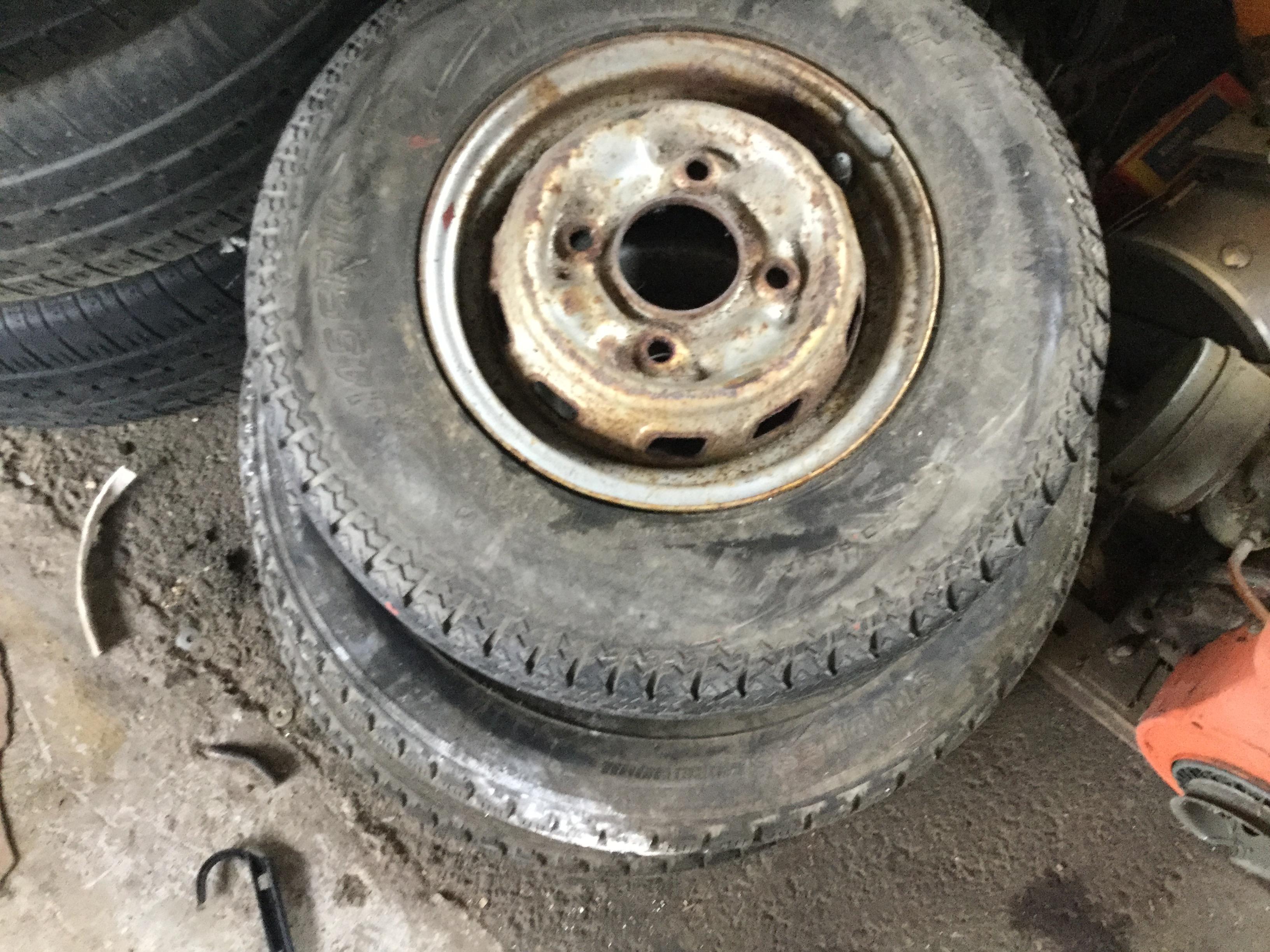 津山市で不用品回収したタイヤ