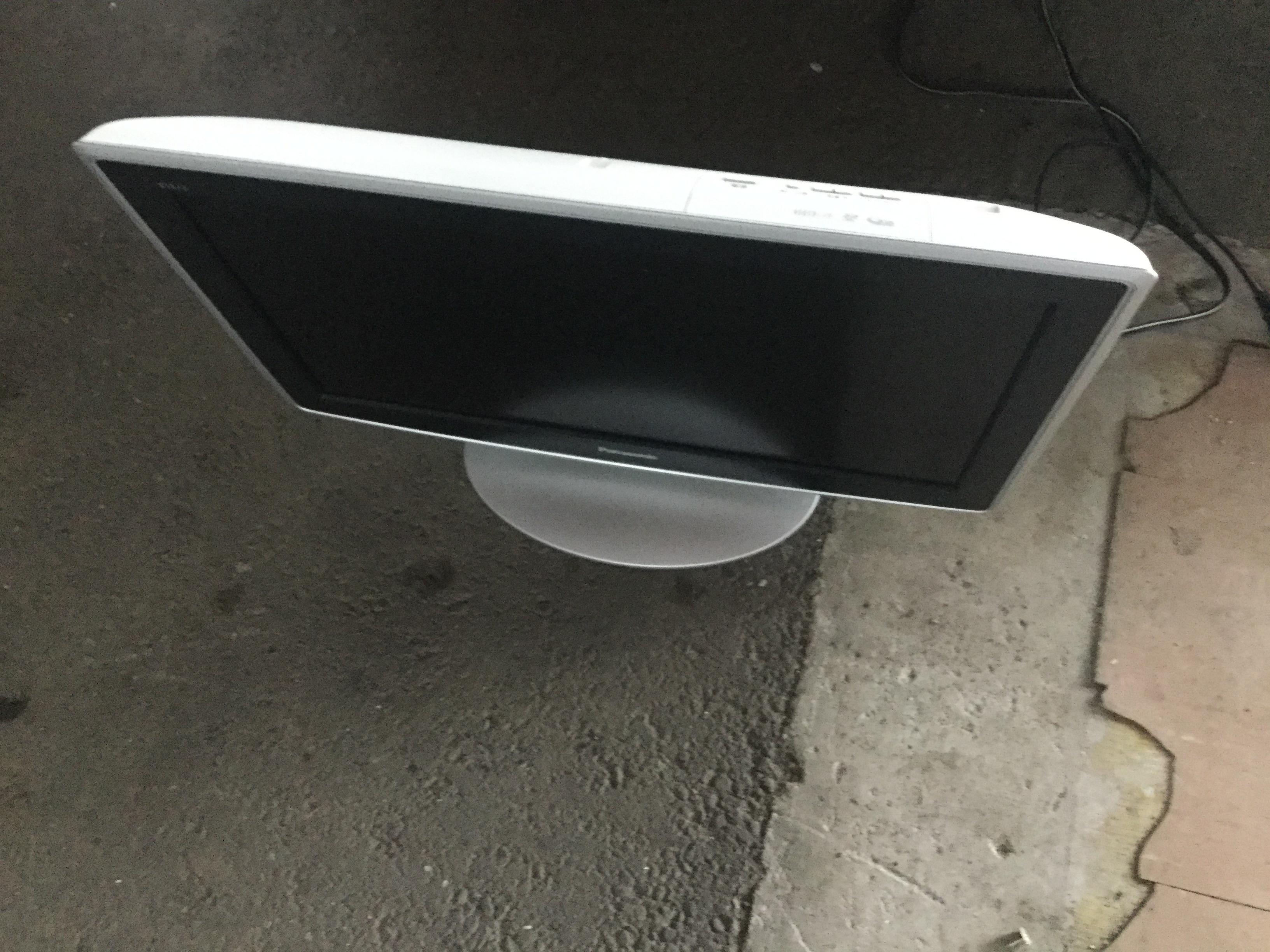 岡山市北区で不用品回収した液晶テレビ