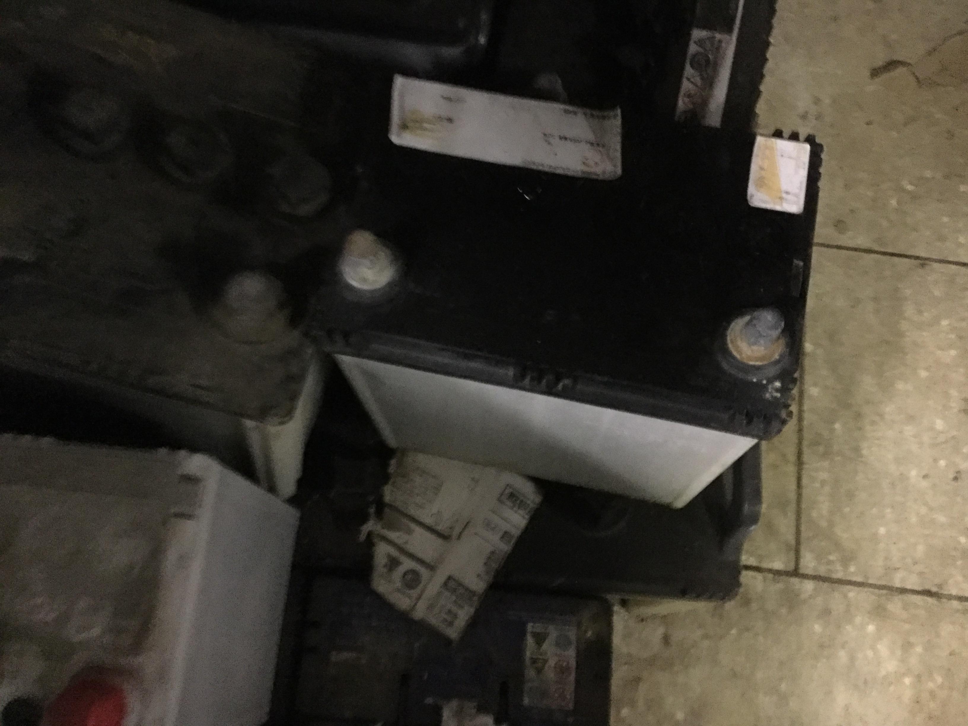 岡山市東区で粗大ゴミの回収したバッテリー