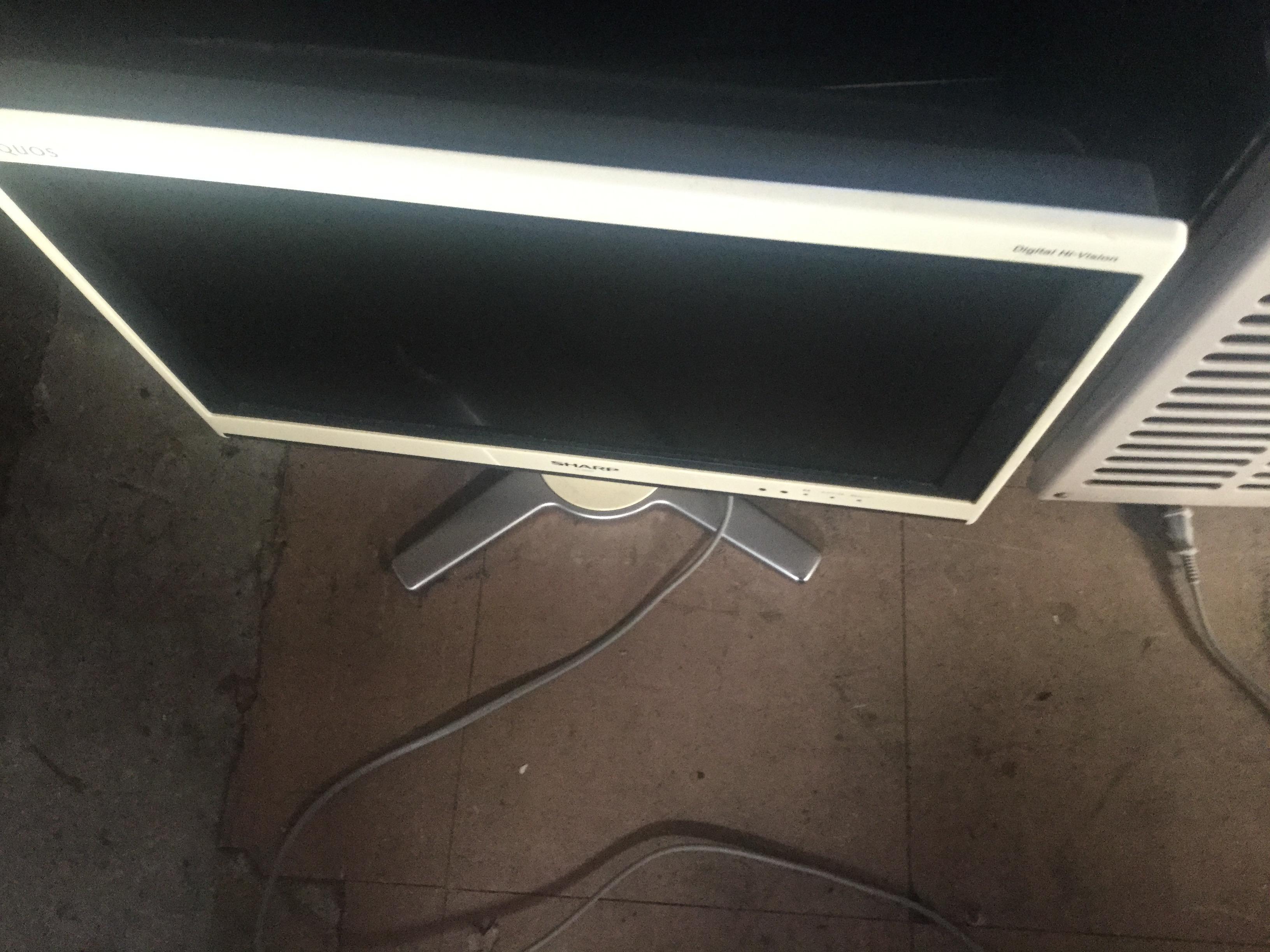 岡山市南区で不用品回収した液晶テレビ