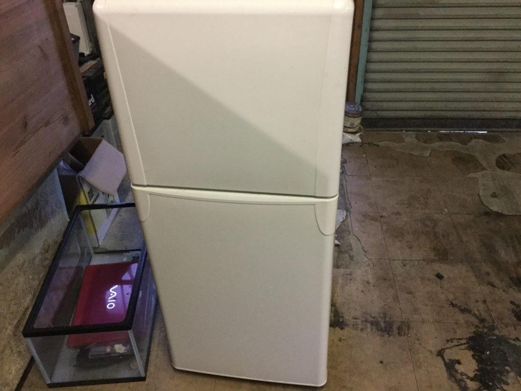 岡山市南区箕島付近で回収した冷蔵庫です。