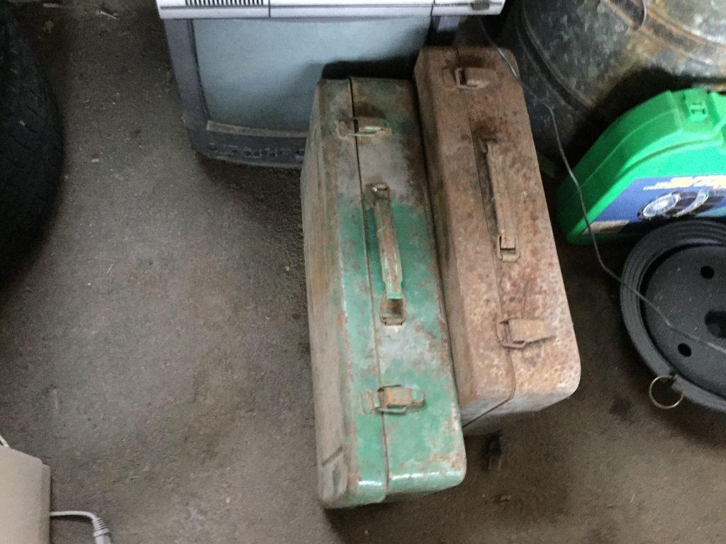 岡山市北区津高付近で回収した工具箱です。