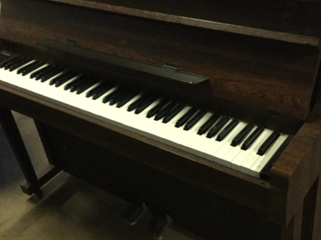 岡山市東区西大寺付近で回収したピアノです。