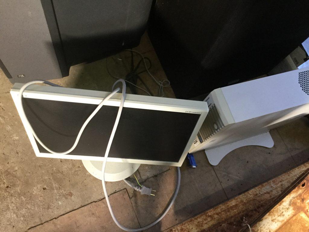 岡山市東区松新町付近で回収したパソコンモニターです。