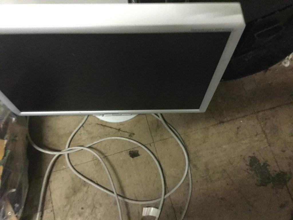 岡山市南区奥迫川付近で回収したテレビです。