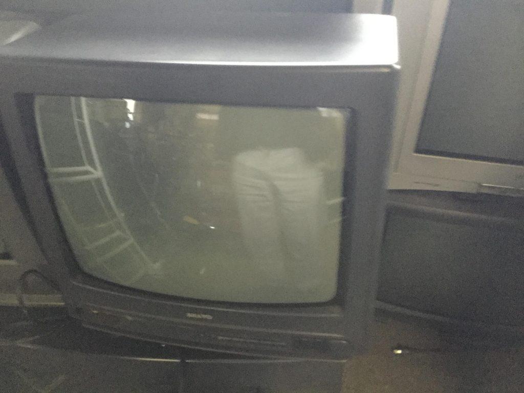 岡山市北区天瀬付近で回収したブラウン管テレビです。