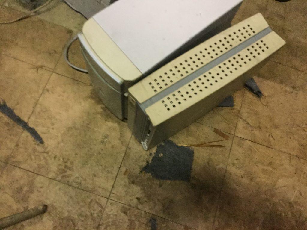 岡山市中区奧市付近で回収したパソコン機器です。