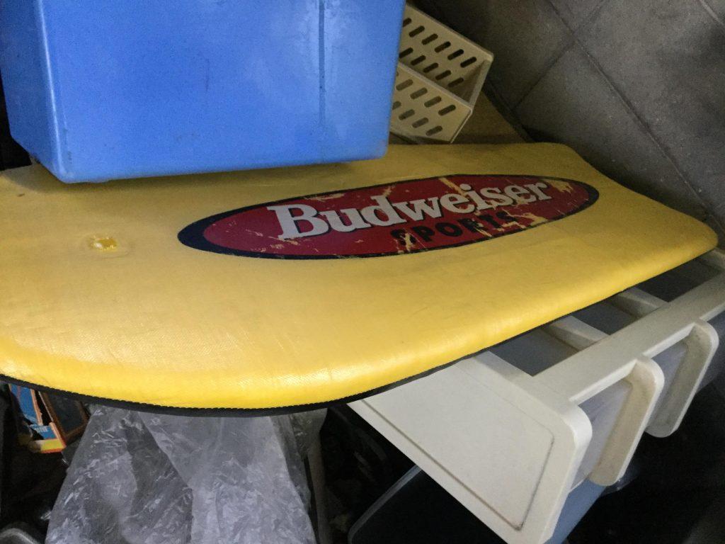 岡山市北区一宮付近で回収したサーフボードです。