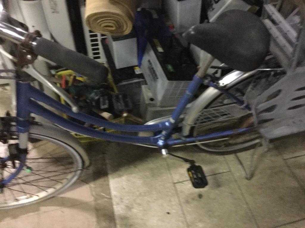 青い自転車です。