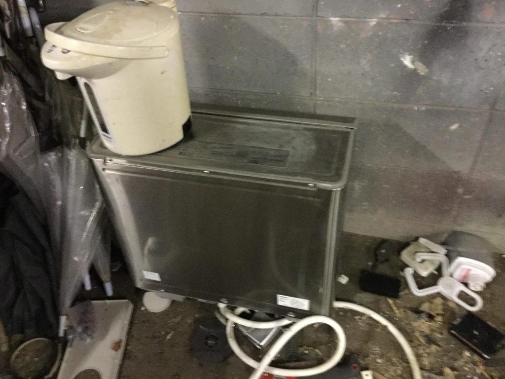 ポットと給水機です。