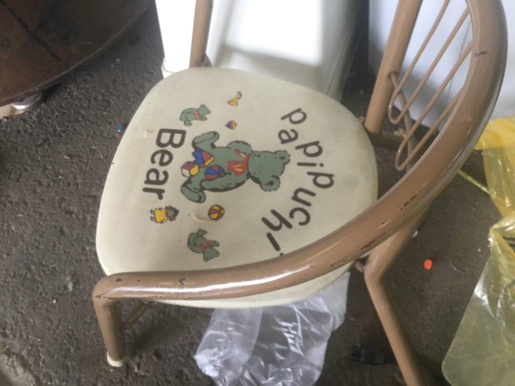 子供用椅子です。