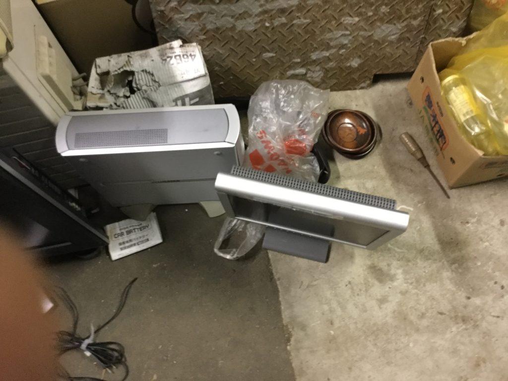 パソコンモニターとパソコン機器です。