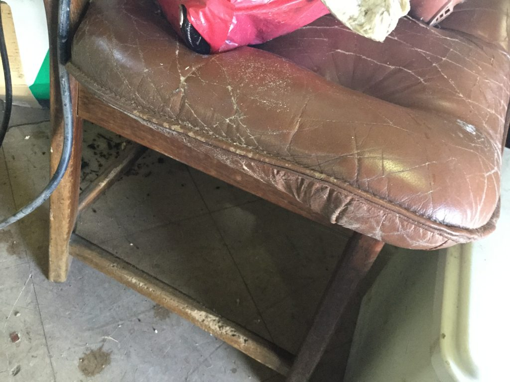 処分椅子です。