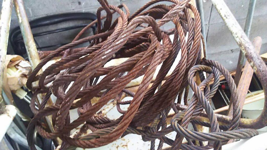 鉄のロープです。