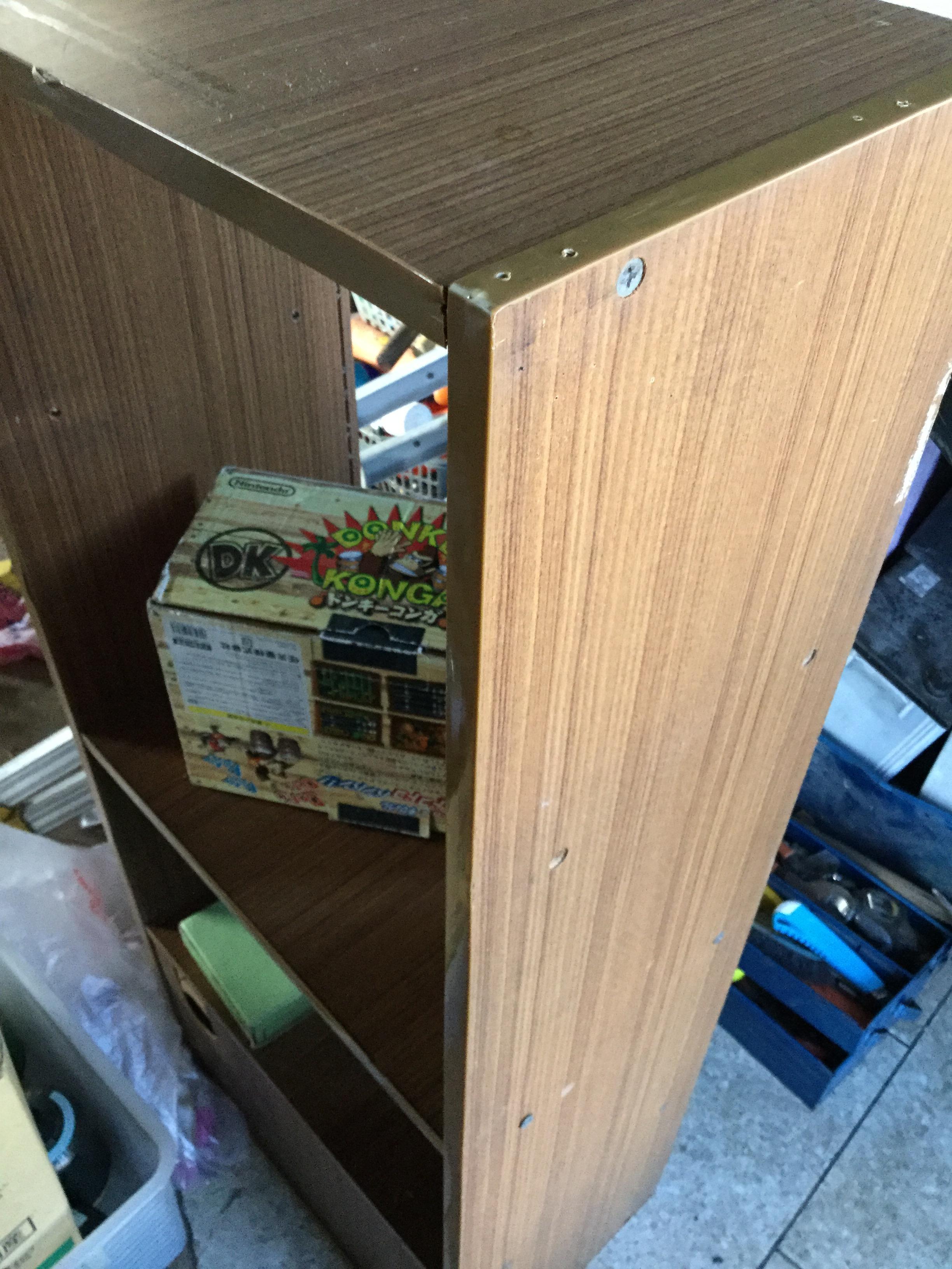 岡山県岡山市中区竹田付近で回収した不用品の棚です。
