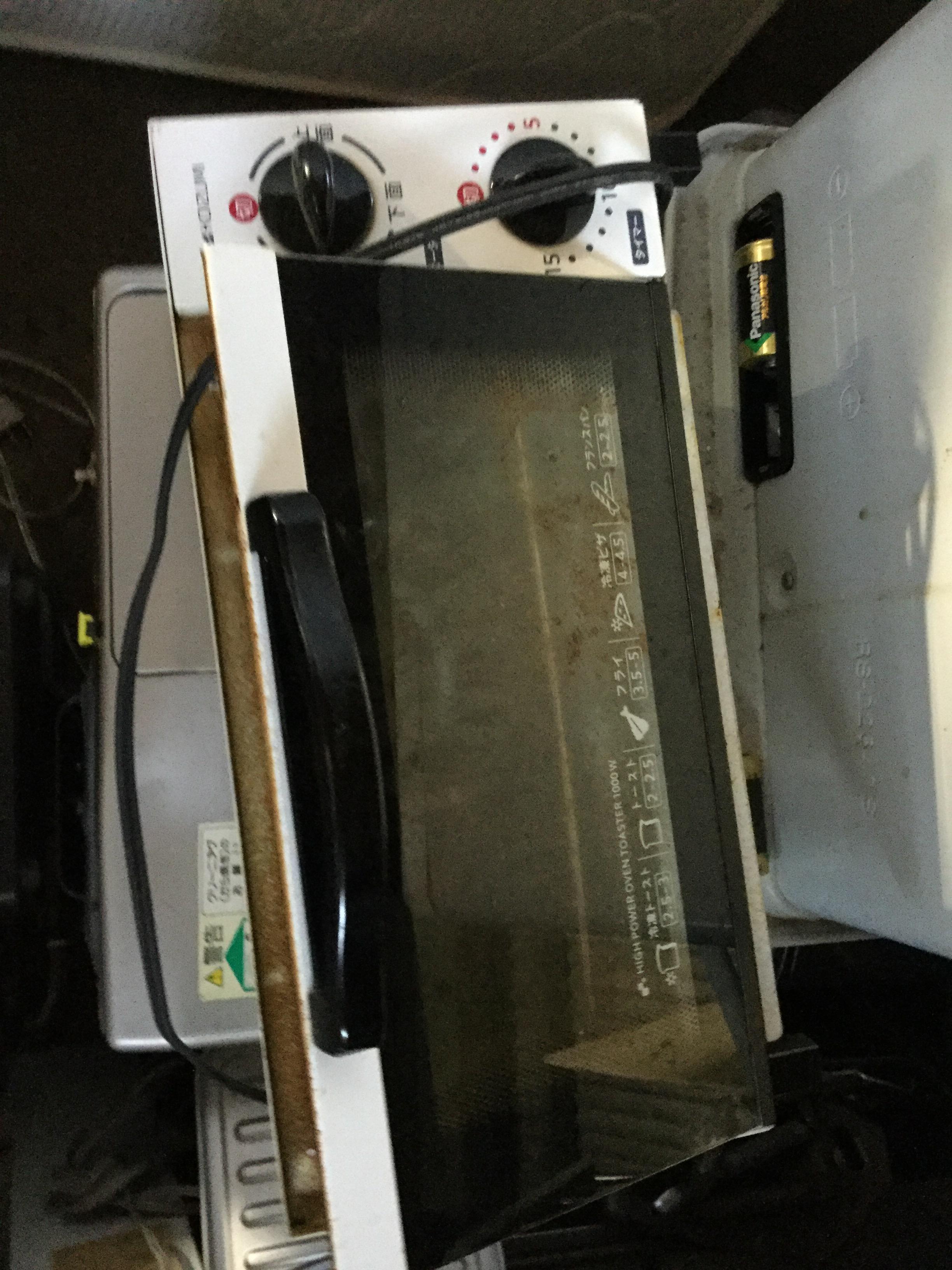 岡山県玉野市玉原付近で回収した不用品のオーブントースターです。