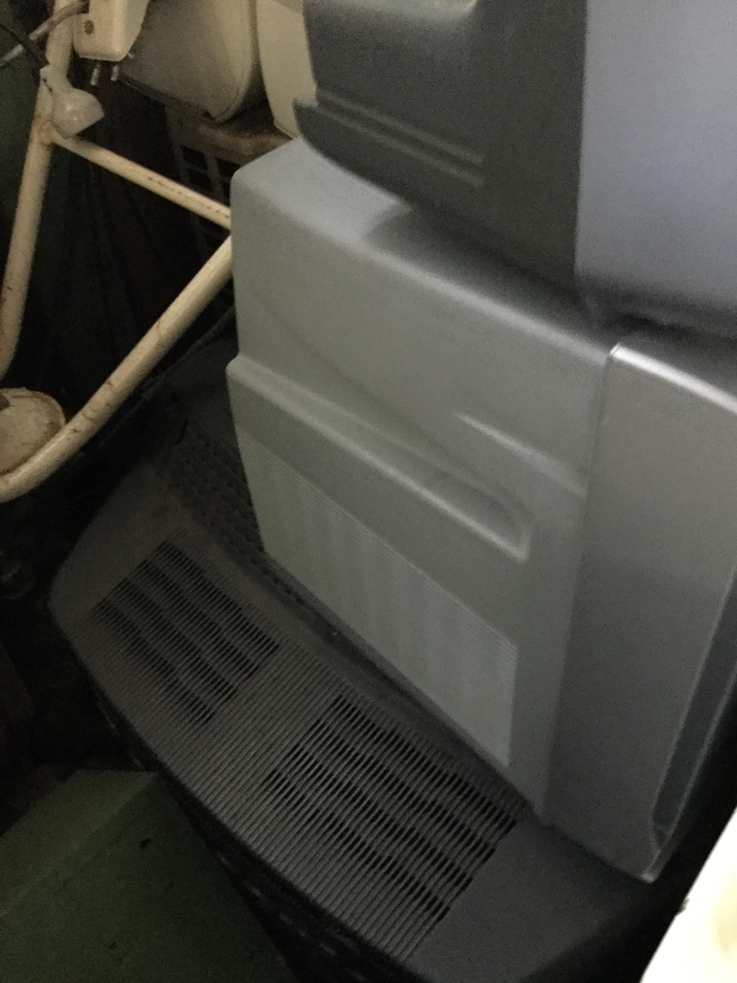 岡山県岡山市南区福島付近で回収した不用品のブラウン管テレビです。
