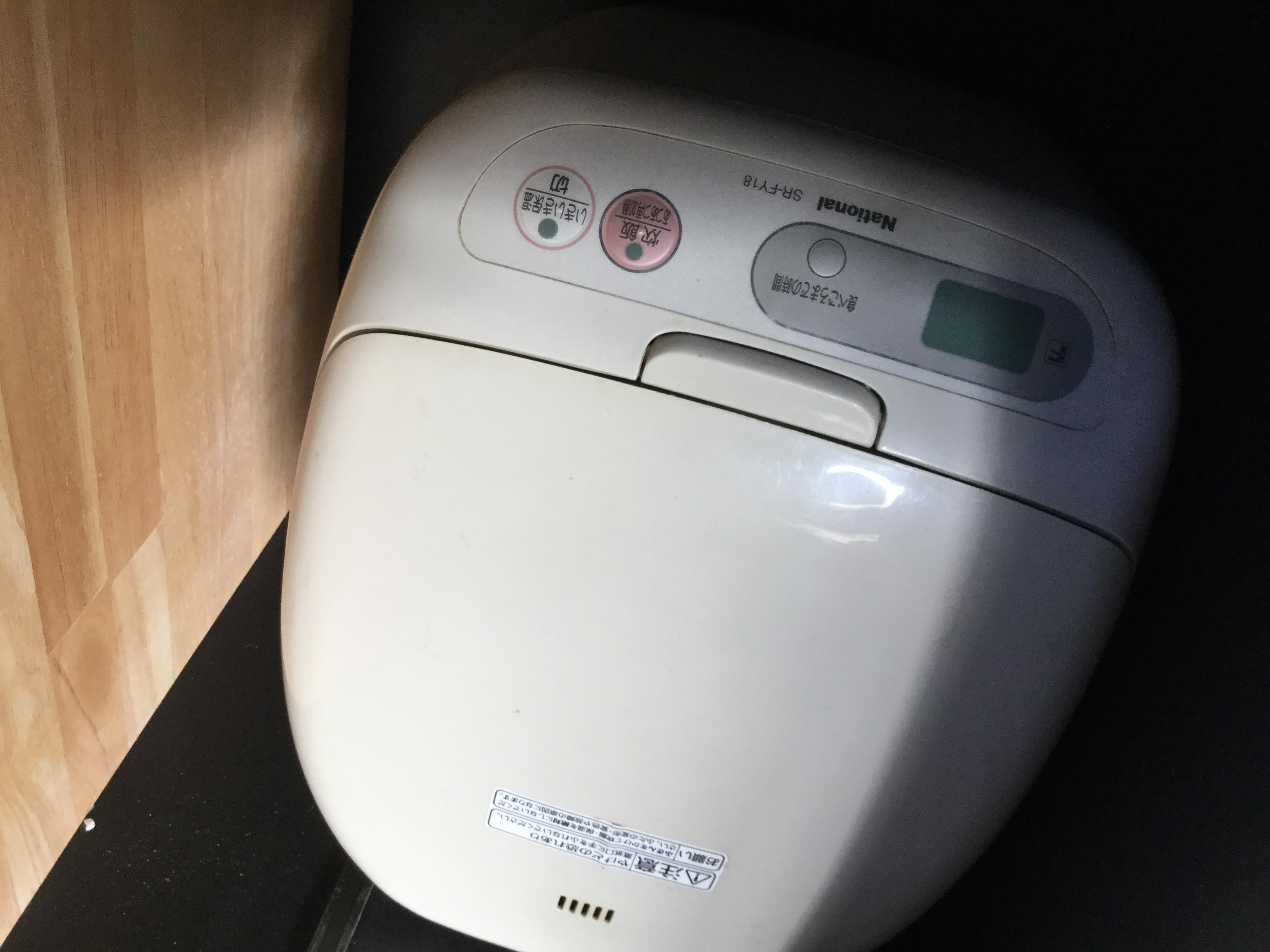 白炊飯器です。