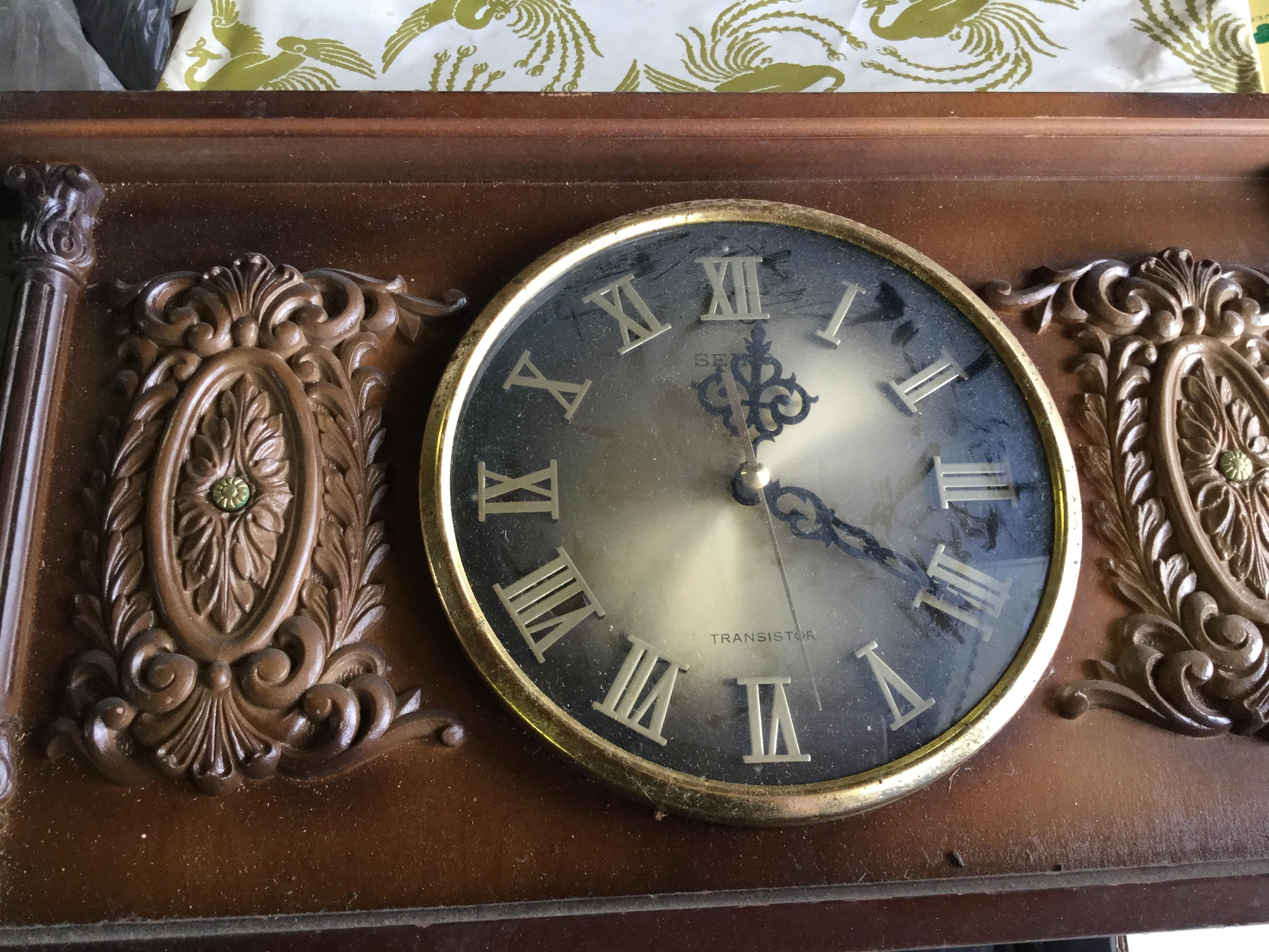 岡山県岡山市北区津高付近で回収した不用品の時計です。