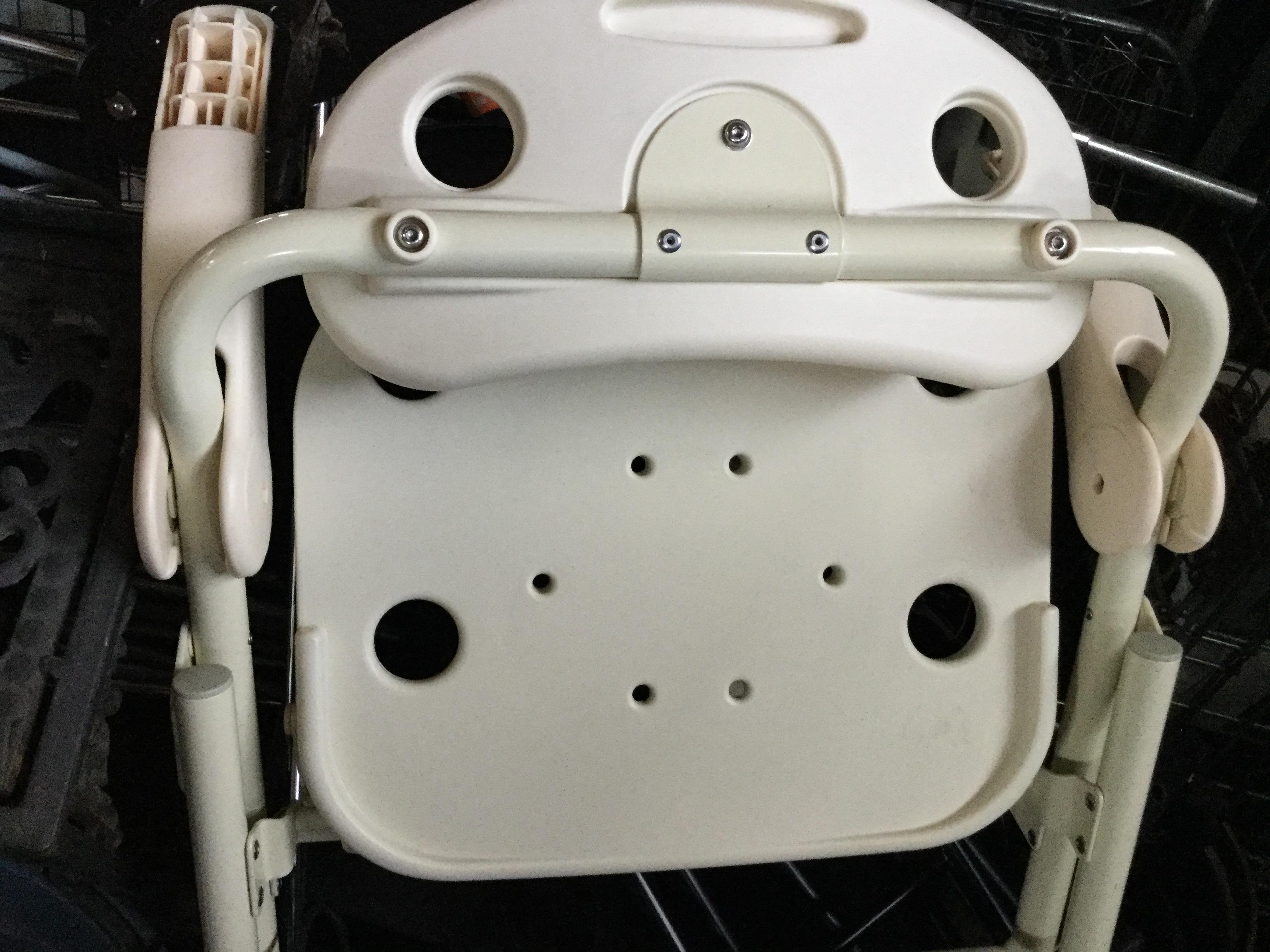 岡山市北区で不用品回収した椅子です。