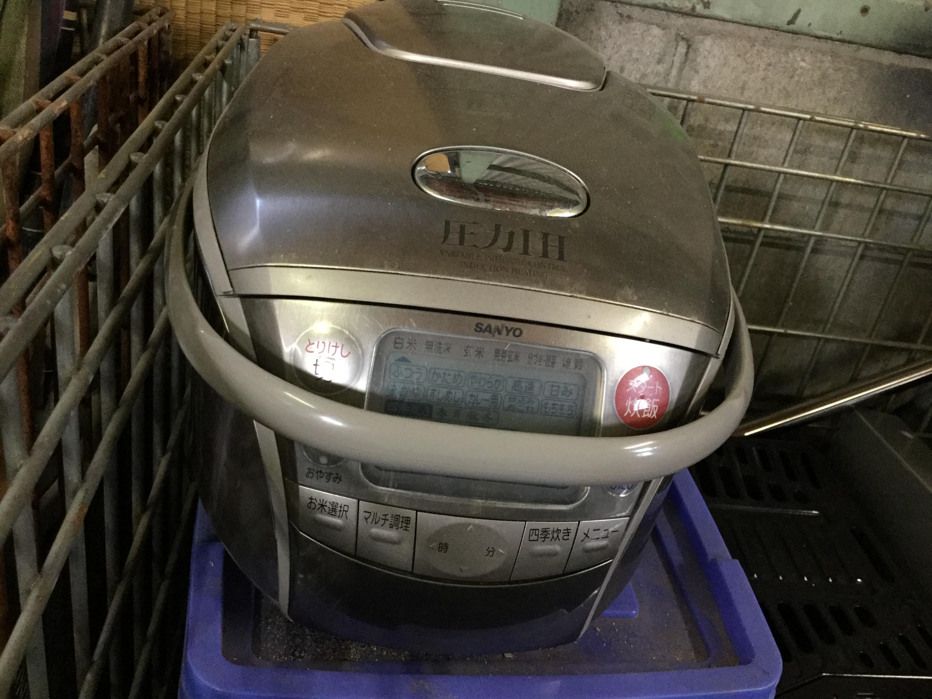 炊飯器です。