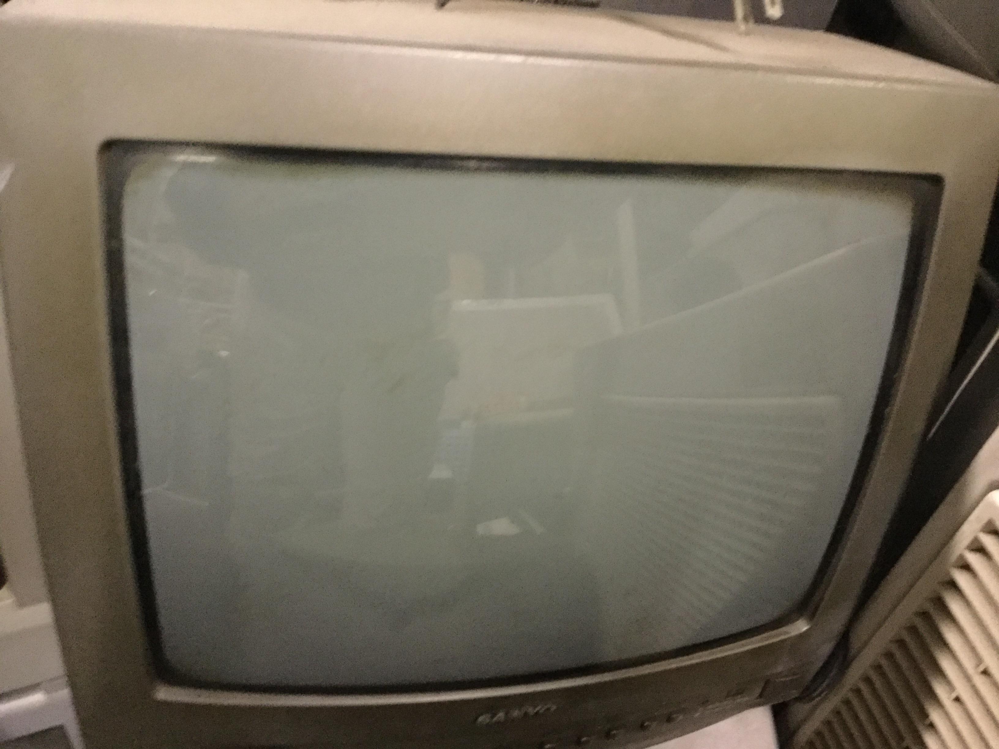 ブラウン管テレビです。