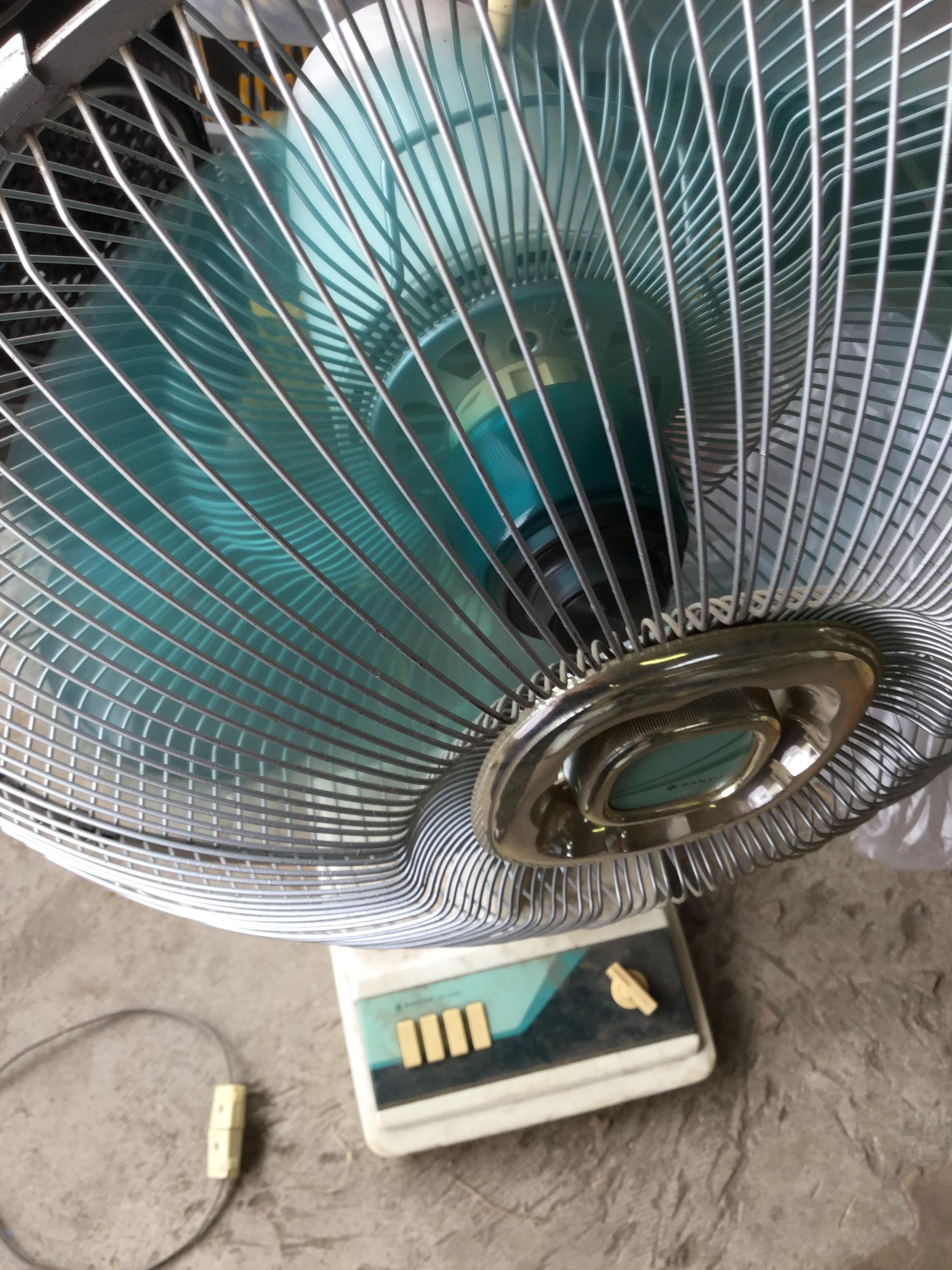 岡山県岡山市北区津高付近で回収した不用品の扇風機です。