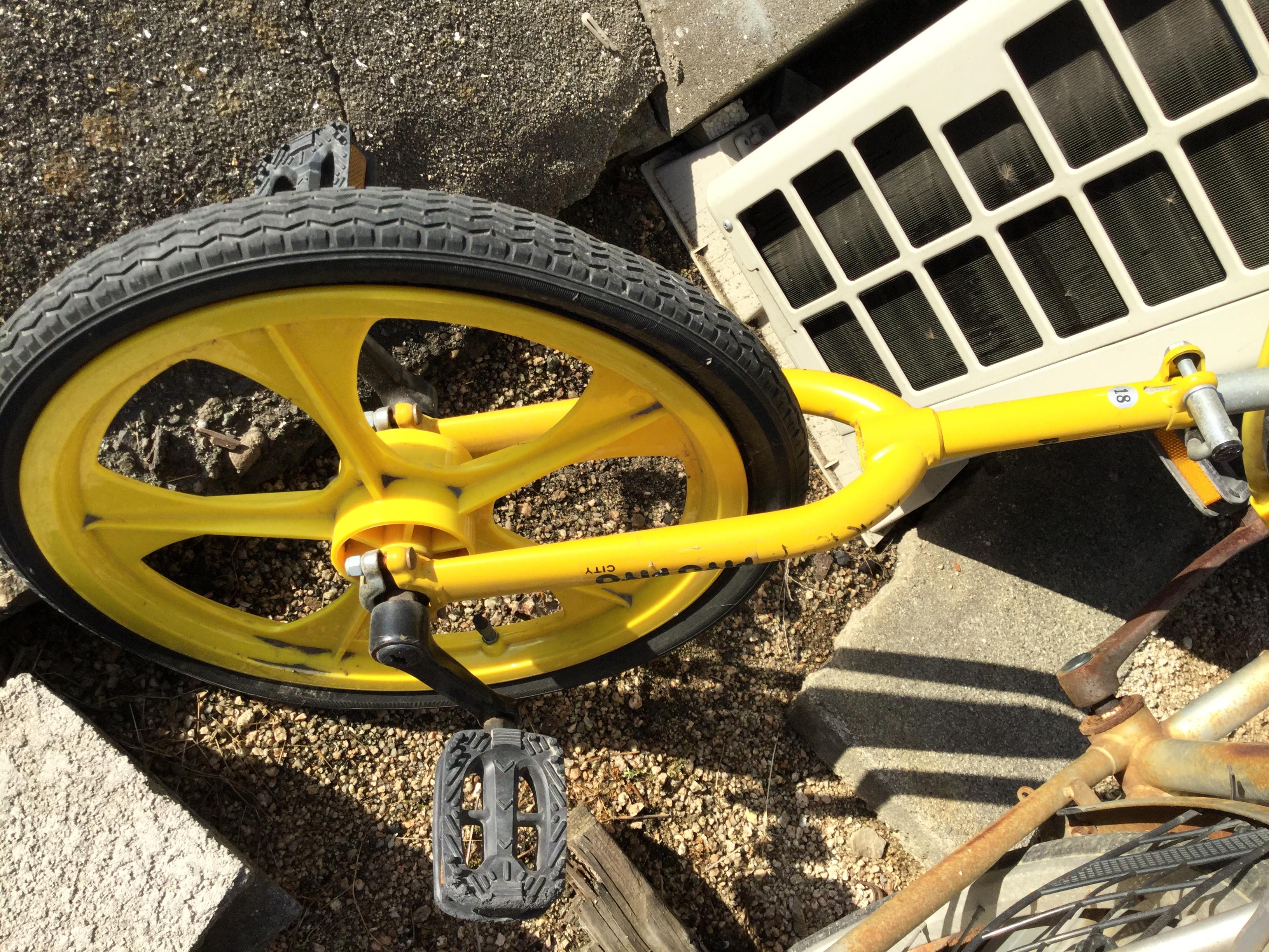 不用品の一輪車です。