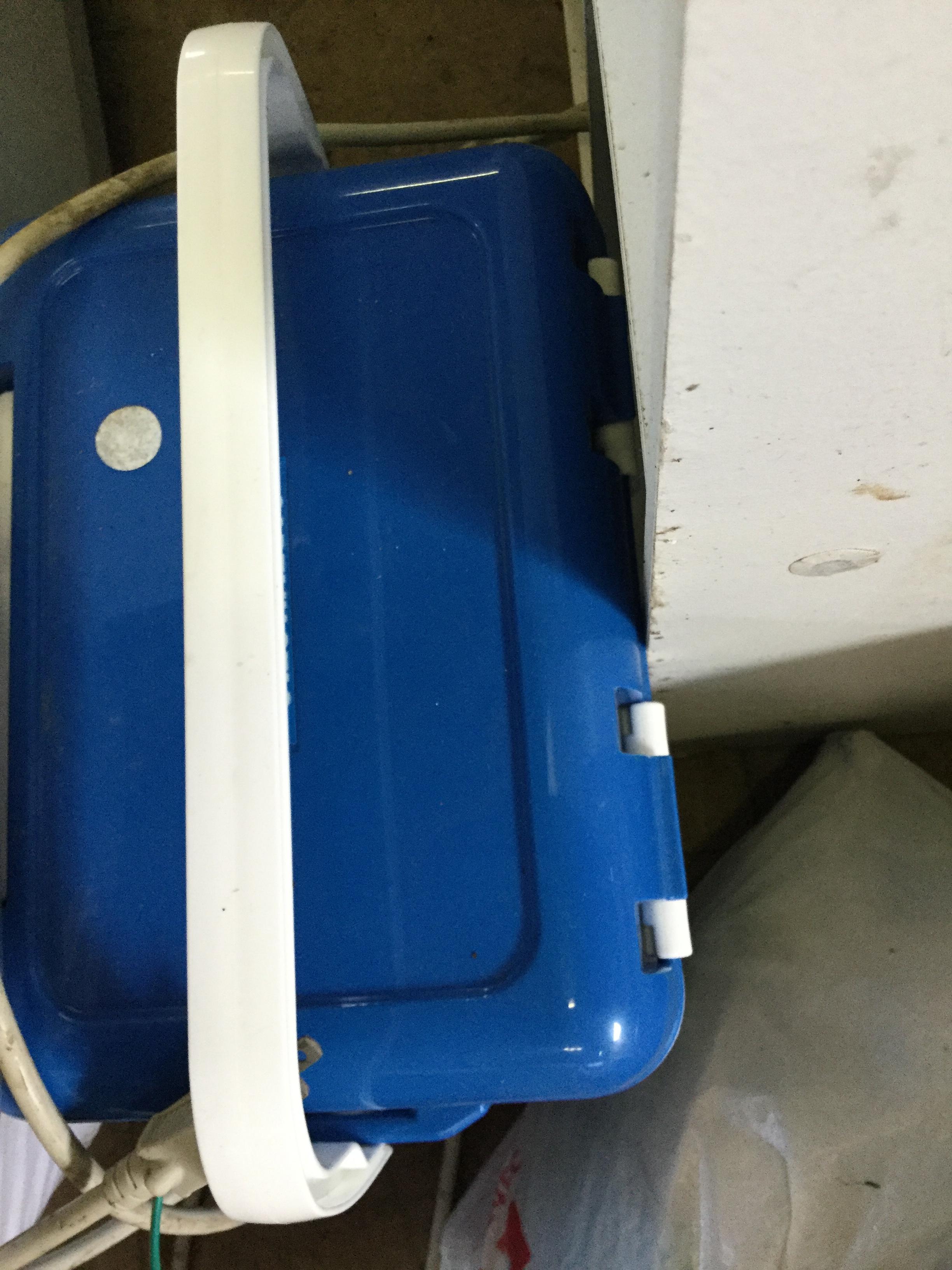 岡山県玉野市下山坂付近で回収した不用品のクーラーボックスです。