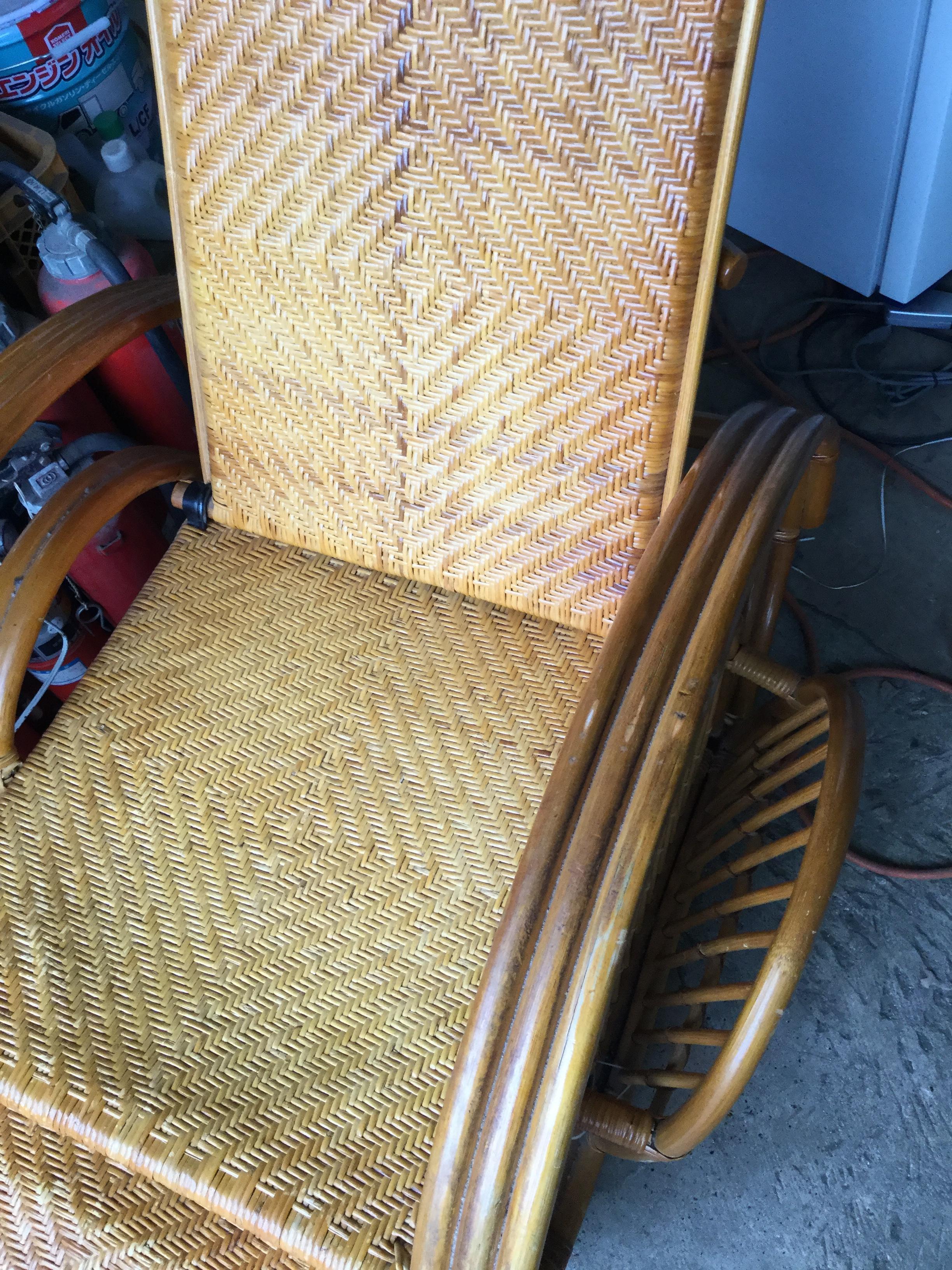 木の椅子です。