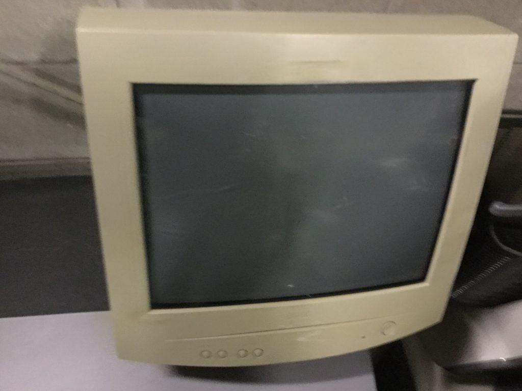 旧型パソコンモニター