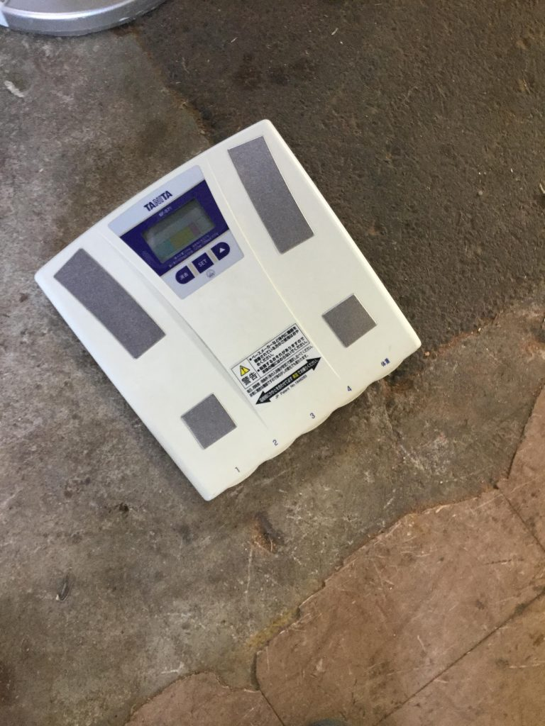 岡山市北区付近で回収させて頂いた体重計です。
