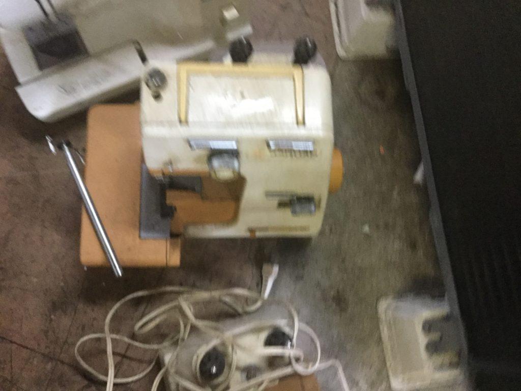 岡山県内で回収したロックミシン