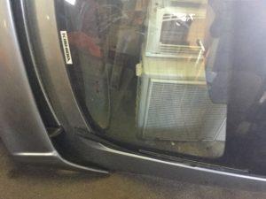 岡山市北区での不用品回収、粗大ゴミの片付け回収した車のボンネット