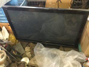 岡山市北区での不用品回収、粗大ゴミの片付け回収した液晶テレビ