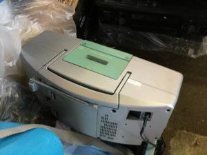 岡山市南区での不用品回収、粗大ゴミの片付け回収したラジカセ