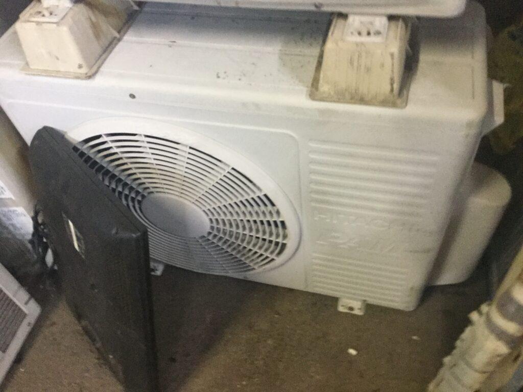 笠岡市で取り外し回収したエアコン