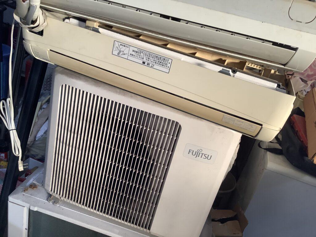 加賀郡吉備中央町で取り外し回収したエアコン