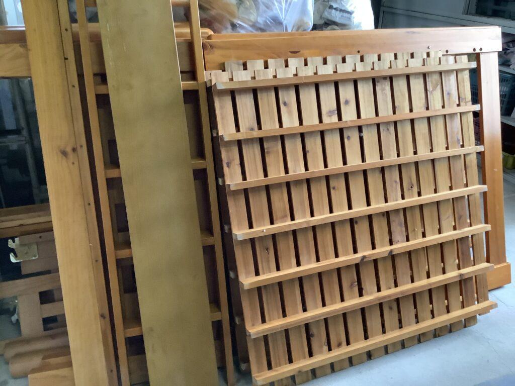 岡山市内で回収した2段ベッドを解体したもの