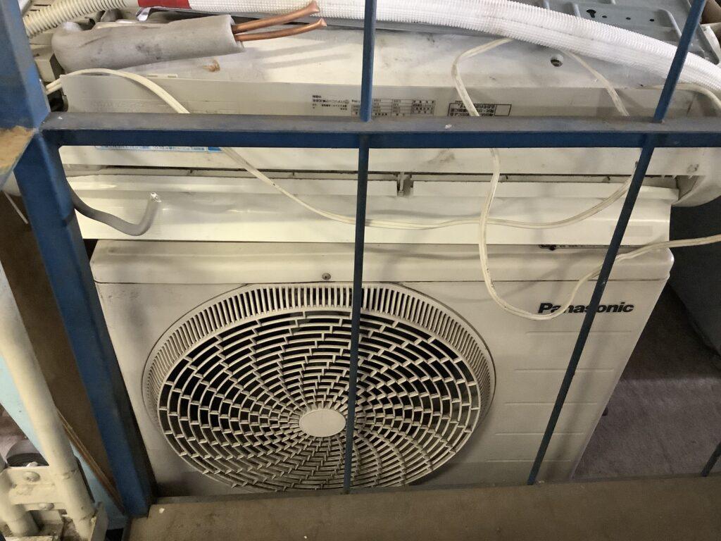 高梁市で取り外し回収したエアコン