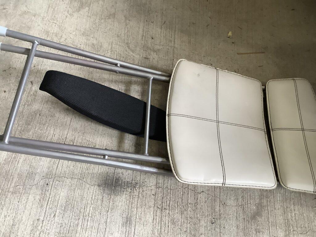 岡山市内で回収した椅子