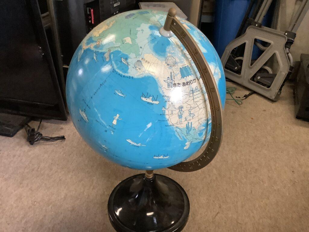 岡山市内で回収した地球儀