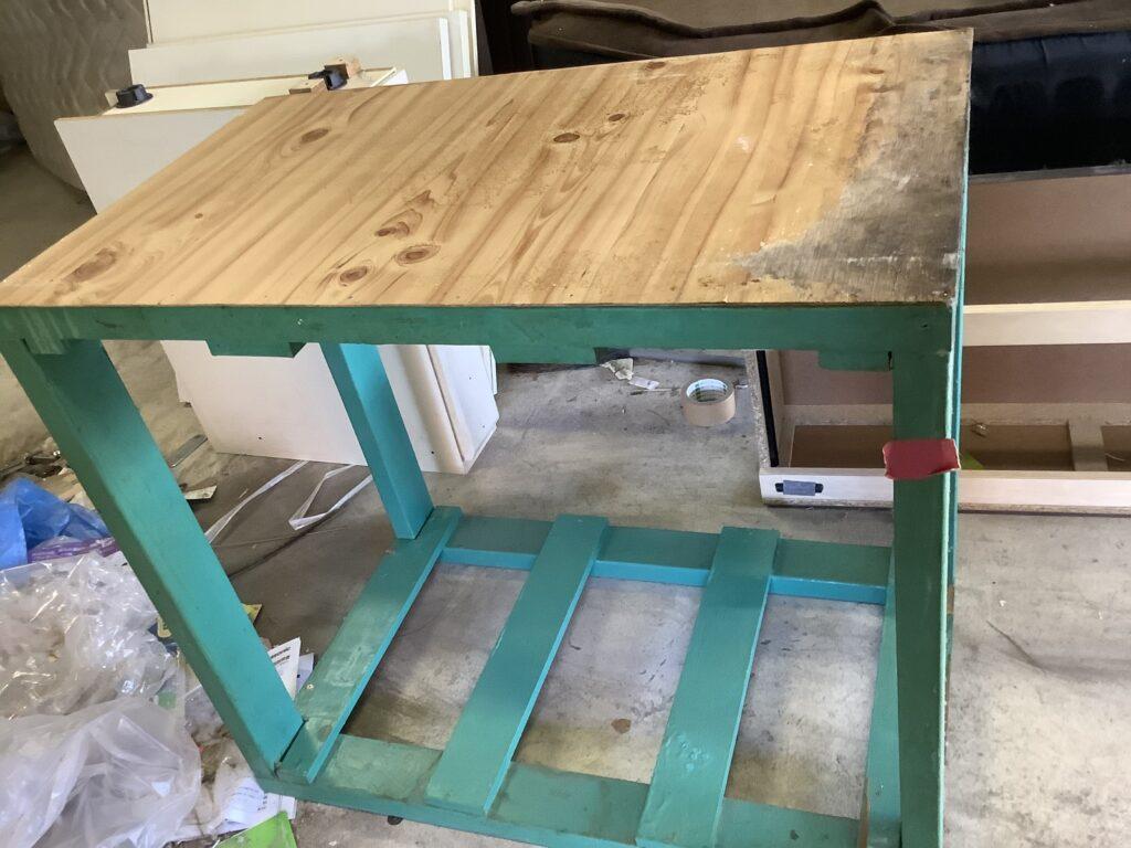 南区新保で回収した木製の台