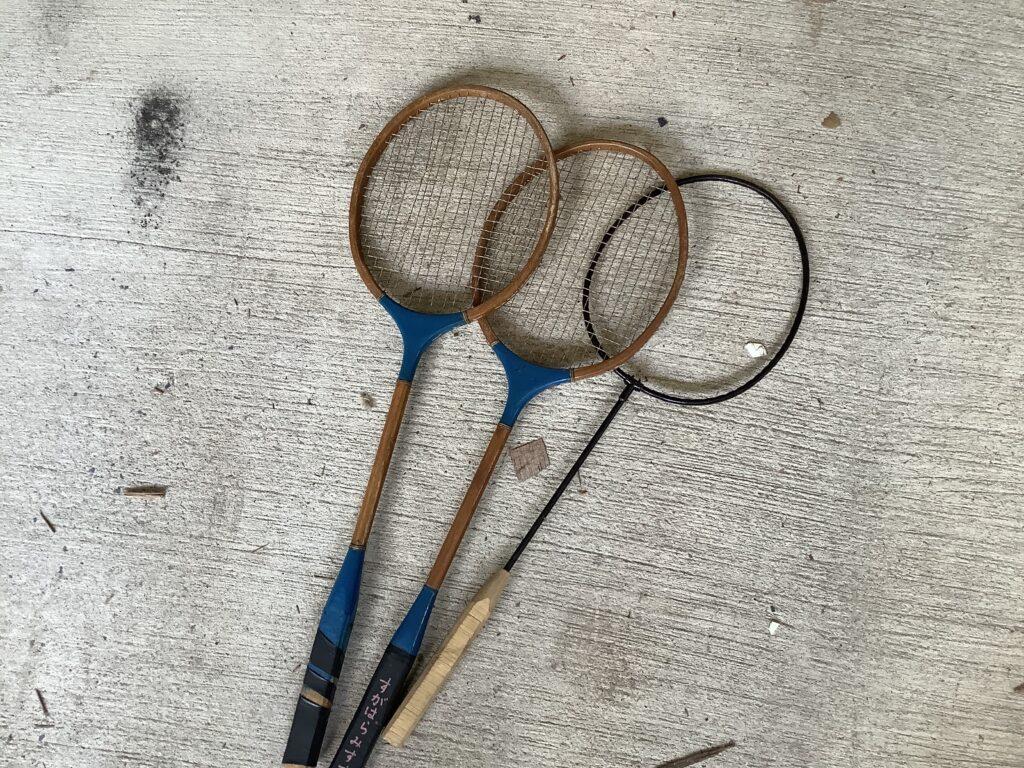 岡山市内で回収したバトミントンラケット