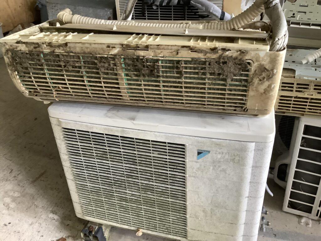 岡山市北区西辛川で回収したエアコン