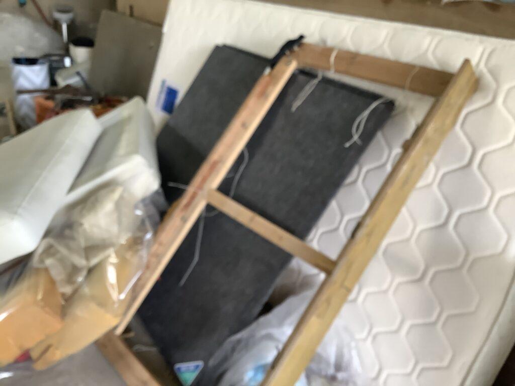 北区新屋敷で回収したベッドとマットレス