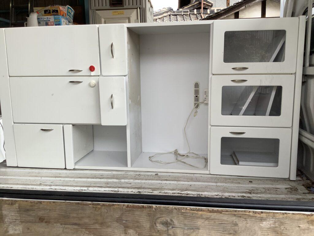 テレビと同時に不用品回収した食器棚