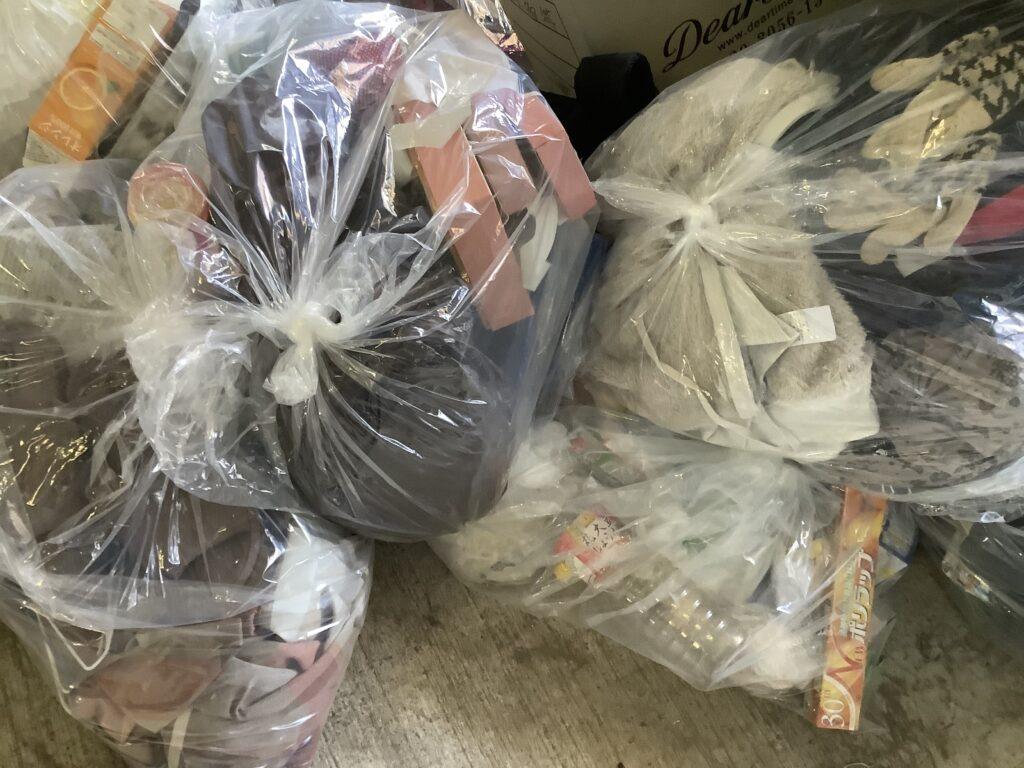 岡山市中区雄町で回収した袋詰めのゴミ